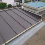 ガルバリウム鋼板を垂直に葺いて立平葺き完工